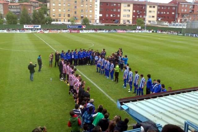 Somo y Athletic han hecho pasillo al ascendido equipo juvenil local.