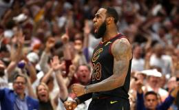 LeBron James celebra una canasta ante Boston.