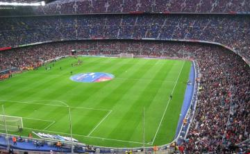El Camp Nou, antes del derbi.