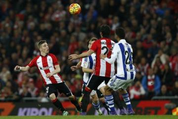 Muniain, con Raúl ante la Real. FOTO:athletic