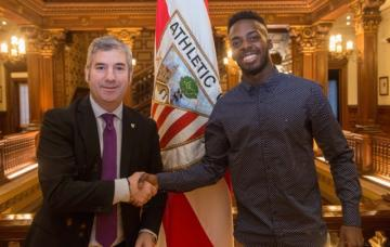 Williams posa con Urrutia tras firmar su renovación (Foto: Athletic Club).