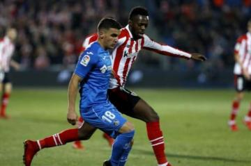 Williams pugna con Arambarri (Foto: Athletic).