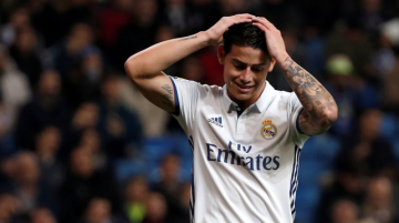 James se lamenta en un partido del Real Madrid.