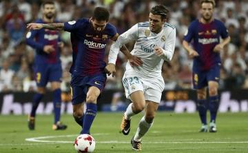 Mateo Kovacic persigue a Messi.