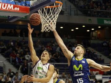 Nedovic entra ante Dylan Page.