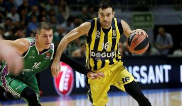 Nedovic defiende a Sloukas.