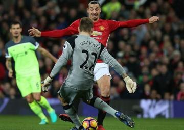 Ibrahimovic bate a Mignolet.