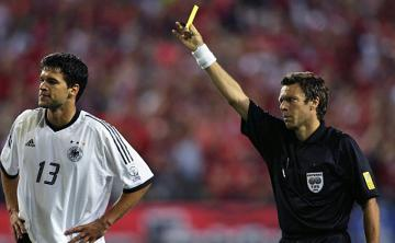 Ballack no pudo disputar la final del Mundial de 2002 por sanción.