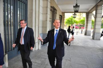 Lopera llegando a la Audiencia de Sevilla (Foto: Kiko Hurtado).