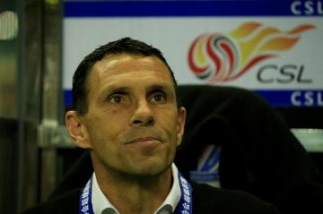 Gustavo Poyet en China.