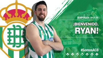Ryan Kelly, con la camiseta del Real Betis.