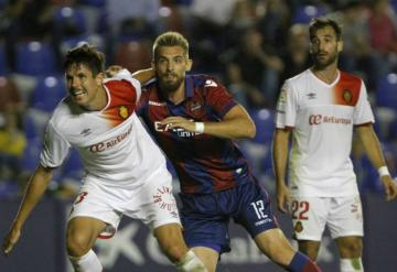 Esteban Saveljich, central del Levante UD.