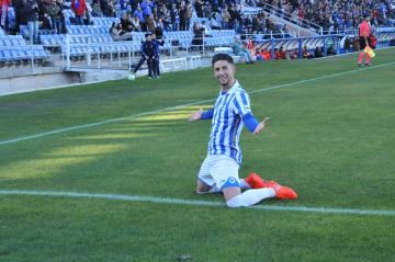 Antonio Dominguez celebra un gol con el Recreativo.