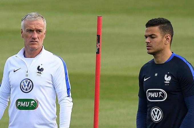 Ben Arfa junto a Deschamps.