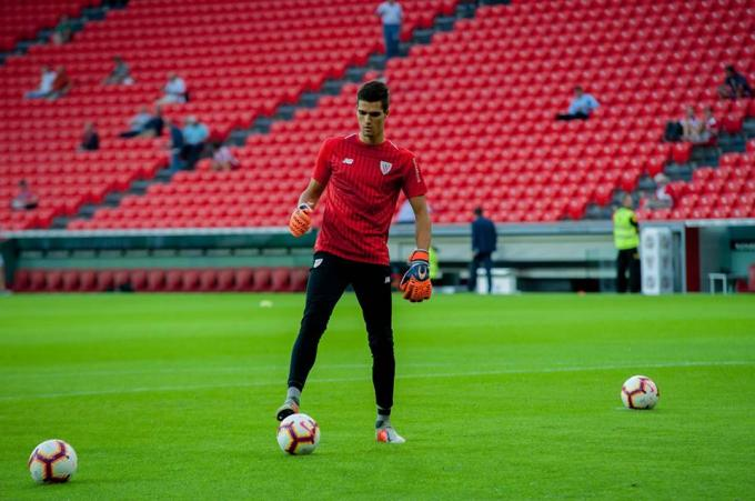 Hodei Oleaga en el calentamiento del Athletic-Villarreal (Foto: Athletic Club).