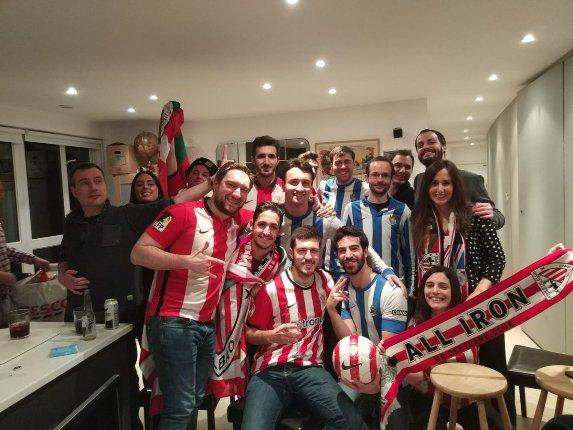 Las peñas Mr. Pentland Club del Athletic Club y London Calling de la Real vivieron juntos el derbi en Londres.