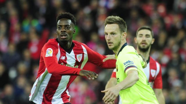 Iñaki Williams frente al croata Rakitic en San Mamés (Foto: LaLiga).
