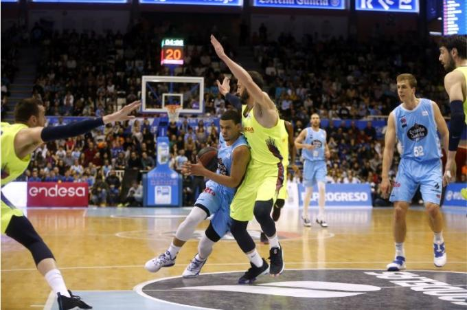 Ray McCallum, en una acción con Pau Ribas (Foto: ACB Photo).