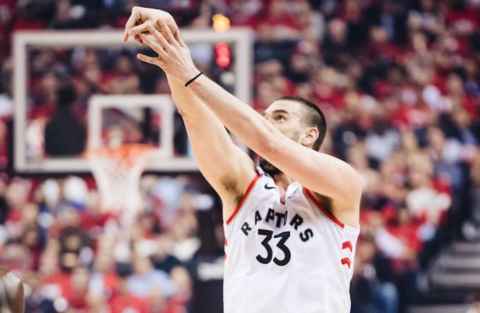 Marc Gasol lanza a canasta en el partido de play off frente a los Magic (Foto: Toronto Raptors).