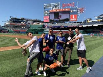 Los jugadores del Betis en el estadio de los Washington Nationals.