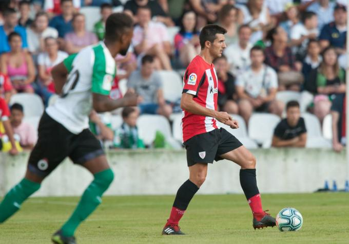 El central Daniel Vivian en el amistoso ante el Racing. (Foto: Athletic Club)