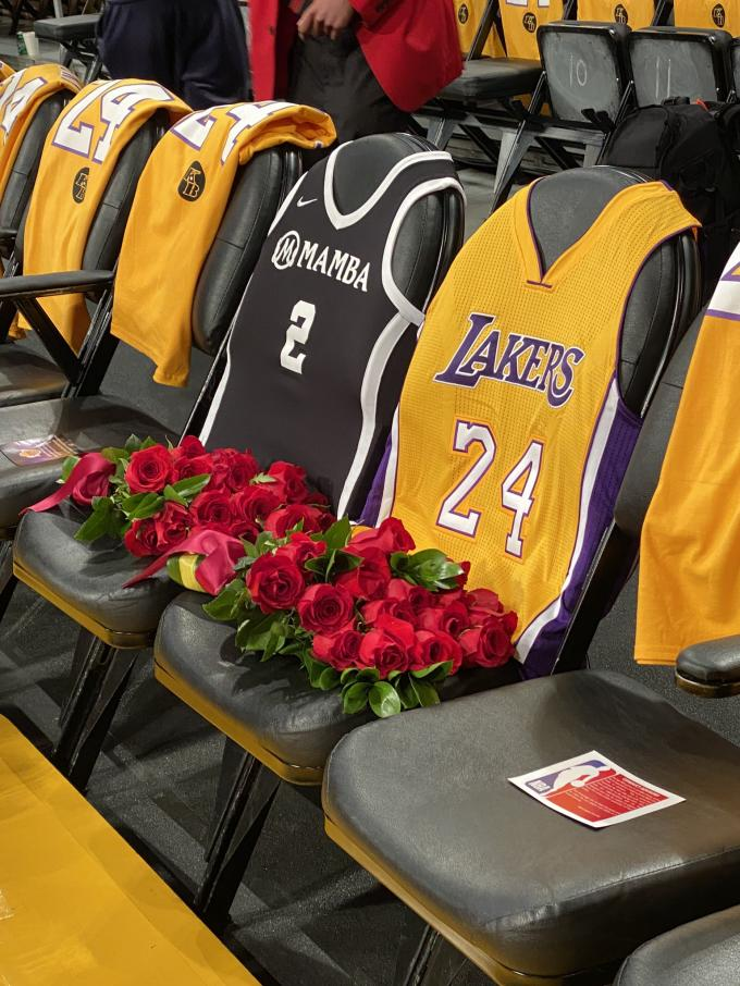 Homenaje de los Lakers a Kobe Bryant y a su hija Gianna en el Staples Center.