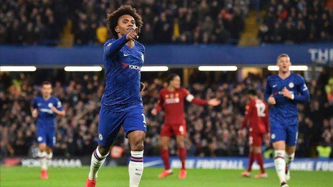 Willian celebra su gol ante el Liverpool.