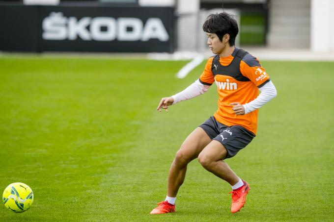 Kang In Lee se marchó tras hacerse los test anti COVID (Foto: Valencia CF)