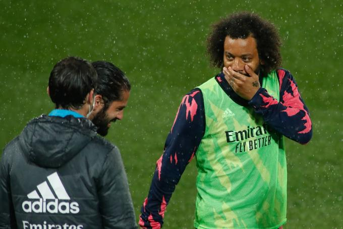 Marcelo dialoga con Isco (Foto: Cordon Press).