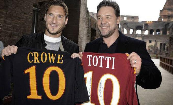 ¿Cuánto mide Russell Crowe? - Altura - Real height - Página 4 RussellCroweTotti_opt